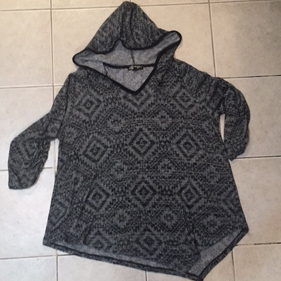 Absolutely Famous Sweaters - Lightweight hooded sweater
